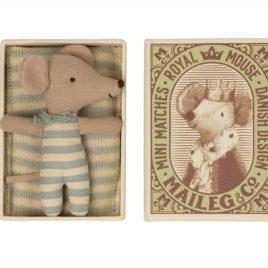 SOURIS Maileg Bébé garçon avec boîte – S. 8 cm