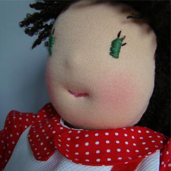 Louisa, poupée Waldorf terminée