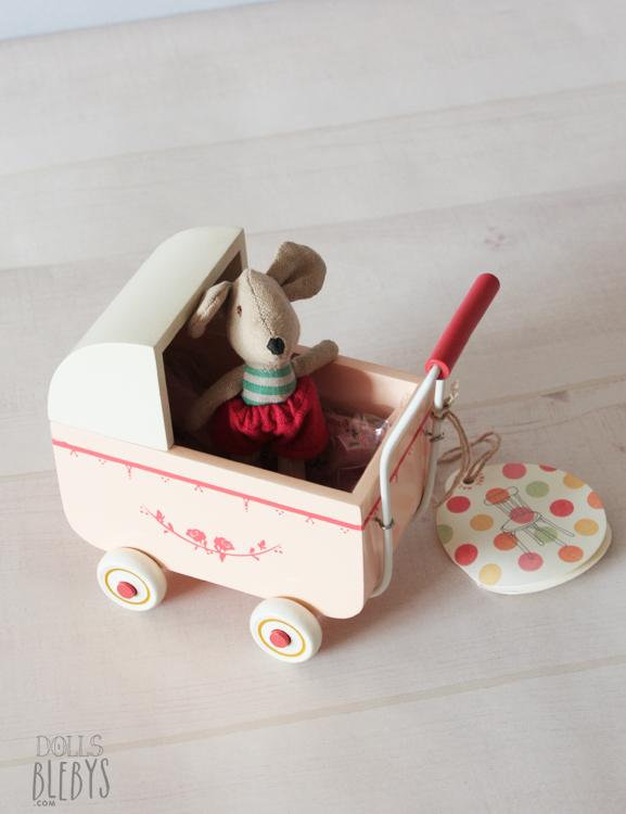 landau en bois pour poupées MAILEG