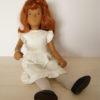 SASHA doll rousse assise