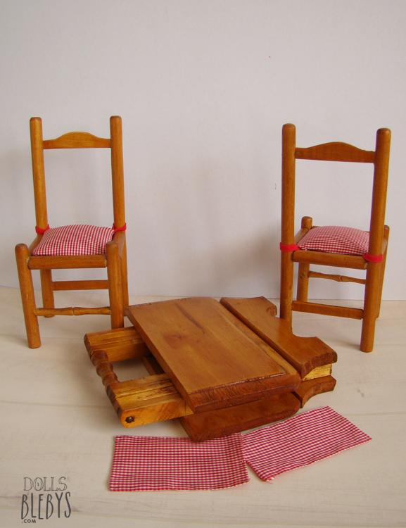 Table pliante et ses 2 chaises en bois pour poup es blebys for Chaise pour table en bois