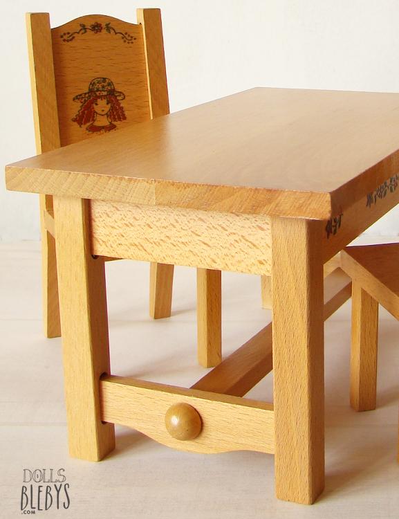 Mobilier poup es table et chaises en bois vintage blebys for Table ancienne et chaises modernes