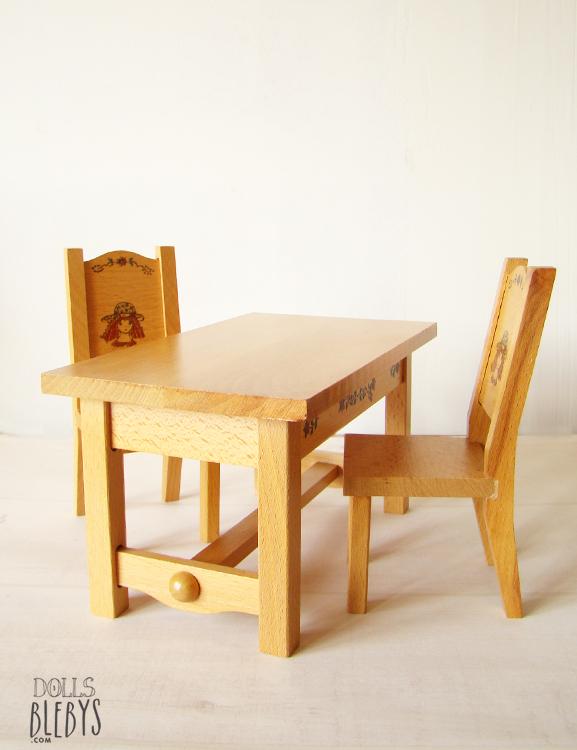 mobilier poup es table et chaises en bois vintage blebys. Black Bedroom Furniture Sets. Home Design Ideas