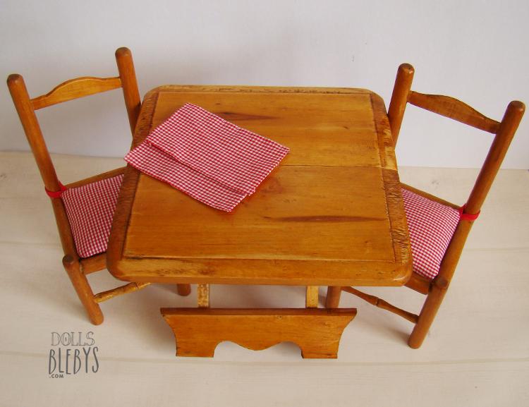 Table pliante et ses 2 chaises en bois pour poup es blebys for Table avec 2 chaises
