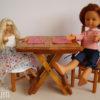 table pliante poupées présentée avec ses 2 chaises