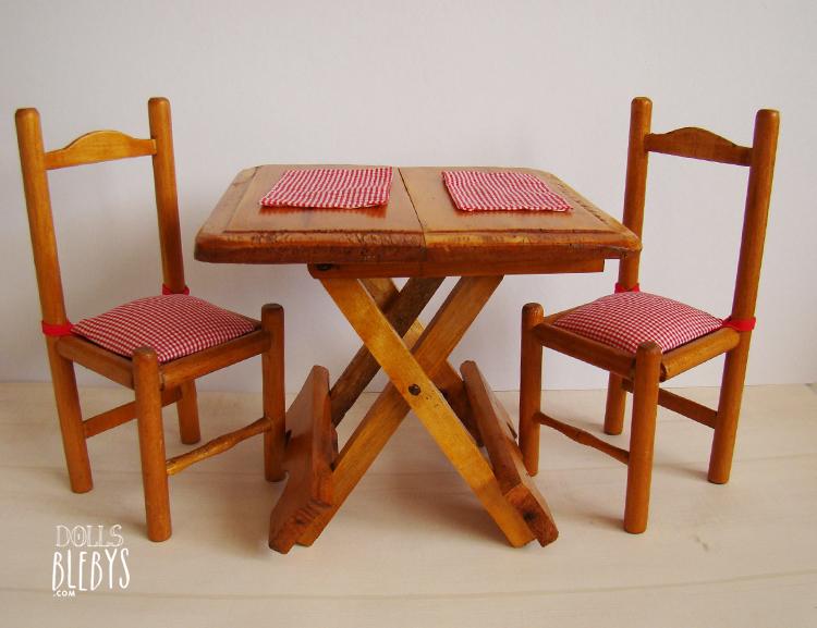 Table pliante et ses 2 chaises en bois pour poup es blebys Chaise pour table en bois
