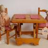 table pliante présentée avec des doudous