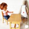 mobilier poupées bois présenté avec corolle et doudou maileg