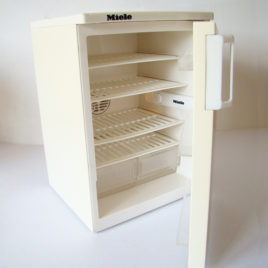 réfrigérateur MIELE pour poupées