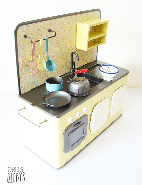cuisine maileg métal avec ses accessoires