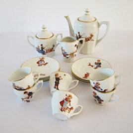 dinette-ancienne-en-porcelaine