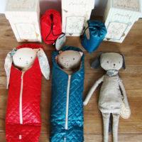 maileg doudous best friends et sac de couchage bleu ou rouge maileg