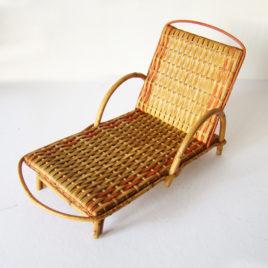 chaise longue rotin pour poupées vintage