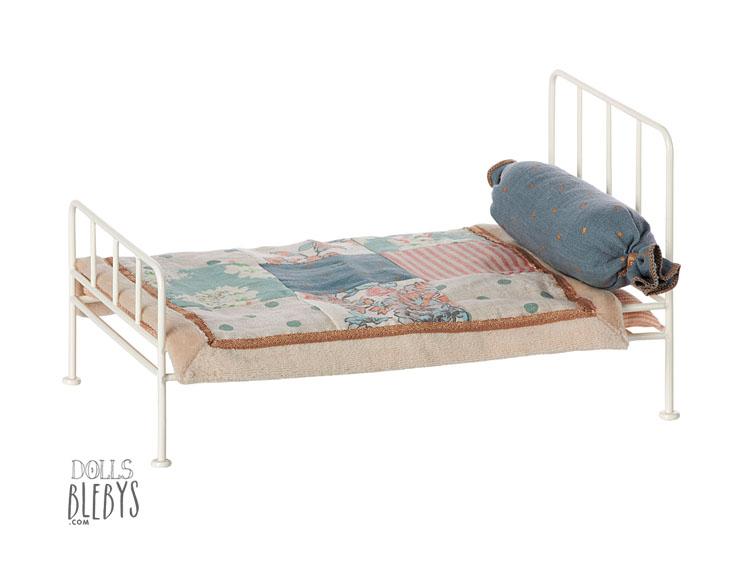maileg lit m tal blanc barreaux livr avec linge de lit. Black Bedroom Furniture Sets. Home Design Ideas