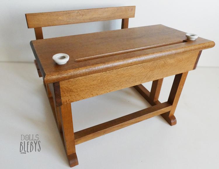 pupitre en bois moulin roty. Black Bedroom Furniture Sets. Home Design Ideas