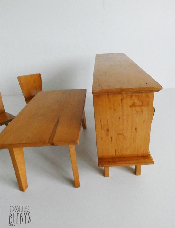 mobilier 1960 pour poup es buffet table et chaises en bois vintage. Black Bedroom Furniture Sets. Home Design Ideas