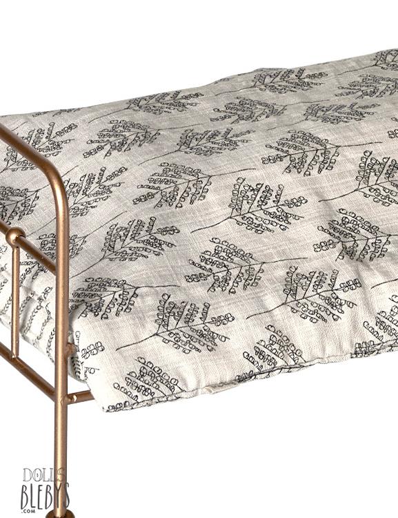 lit maileg m tal gold barreaux avec linge de lit medium. Black Bedroom Furniture Sets. Home Design Ideas