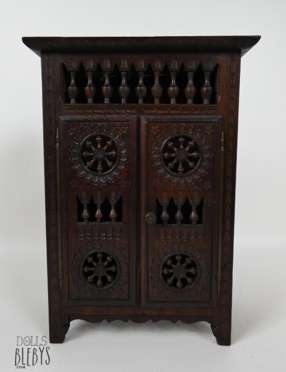 armoire bretonne miniature pour poup es ou d coration int rieure. Black Bedroom Furniture Sets. Home Design Ideas