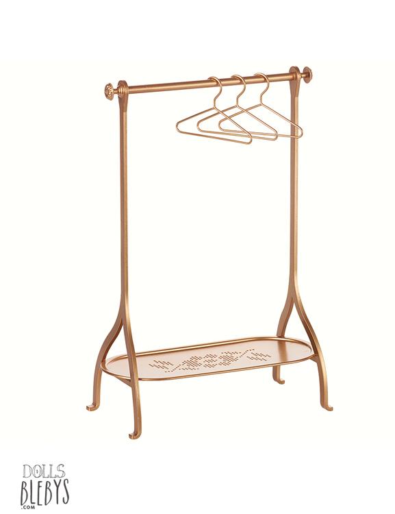 portant maileg rack en m tal penderie coloris or avec ses 3 cintres dor s. Black Bedroom Furniture Sets. Home Design Ideas