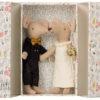 couple de souris mariés maileg dans coffret décoré