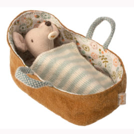 bébé souris maileg avec couffin