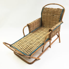 Chaise longue rotin pour poupées – 43 cm – Vintage