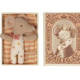SOURIS Maileg Bébé fille avec boîte – souris 8 cm